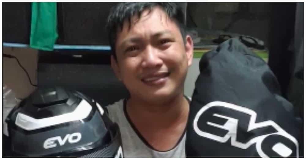 Video ng mister na napaiyak dahil sa regalo ng kanyang misis, nagpakilig sa netizens