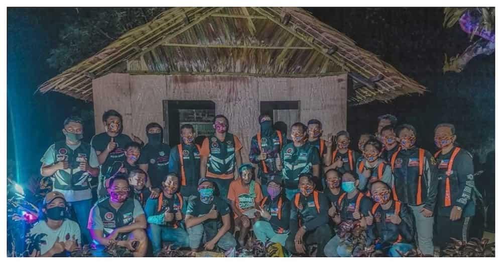Grupo ng riders, nagtayo ng bahay sa loob ng 8 oras para sa lolo na namumuhay mag-isa