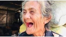 Larawan ng masayang 72-anyos na nakatanggap ng ayuda, pumukaw sa puso ng netizens