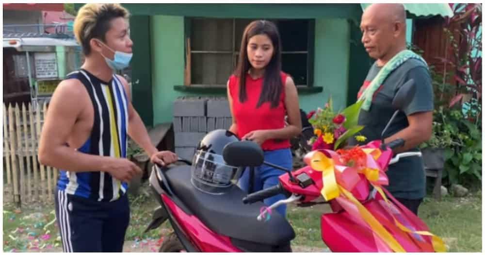 17-anyos na raketera at nagpapagawa ng sariling bahay, nabiyayaan pa ng bagong motorsiklo