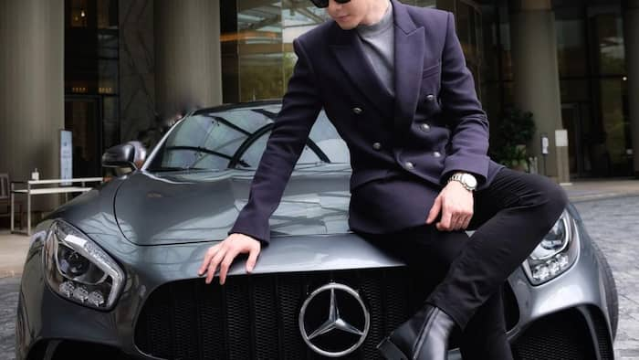 Alden Richards shows off car as he renews contract with GMA Artist Center