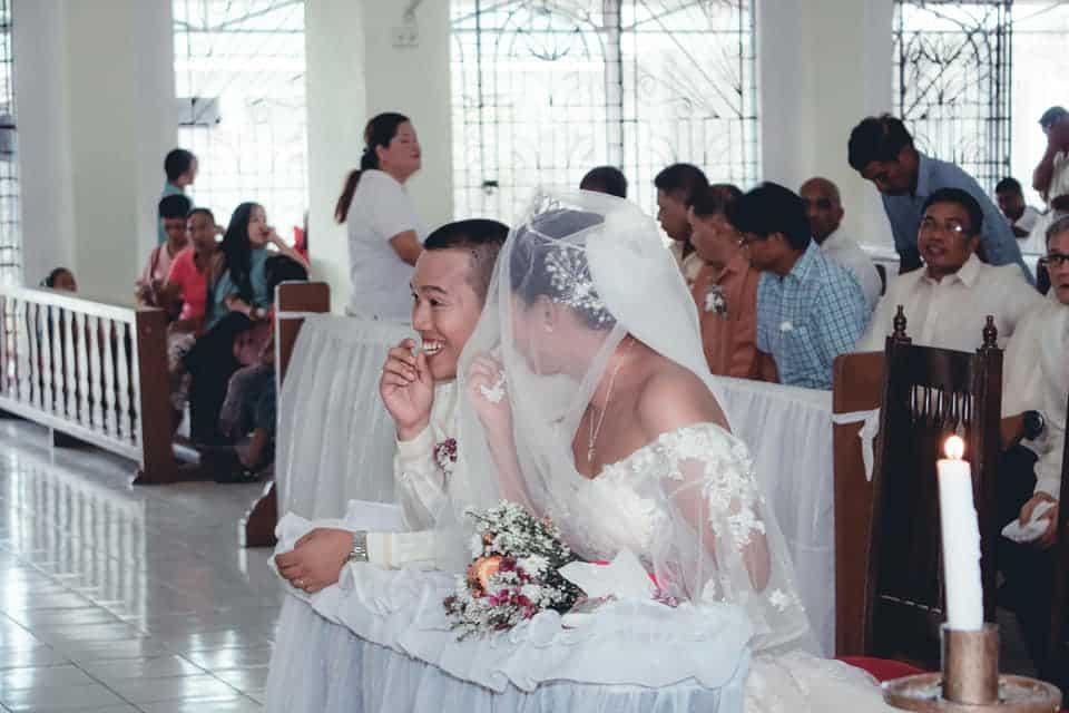 Groom, di kinaya ang paglobo ng sipon ni bride matapos sambitin ang wedding vows