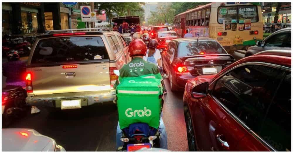 """Tanod na nanita sa Grab rider dahil 'di raw """"essential goods"""" ang lugaw, viral"""