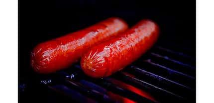 Nakakabahala! Sobrang pagkain ng hotdog ng mga bata, maaaring magdulot ng kanser sa dugo't tiyan