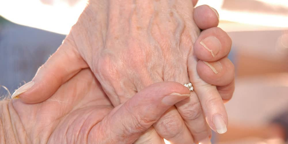 Forever exists! Husband dies three hours after his wife died at home