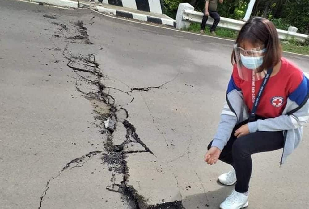 Photos of huge sinkhole in Masbate after magnitude 6.6 quake alarm netizens