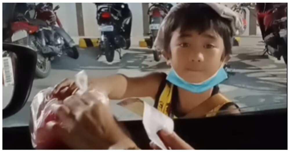 Batang vendor sa viral video, hinangaan sa di basta pagtanggap ng pera