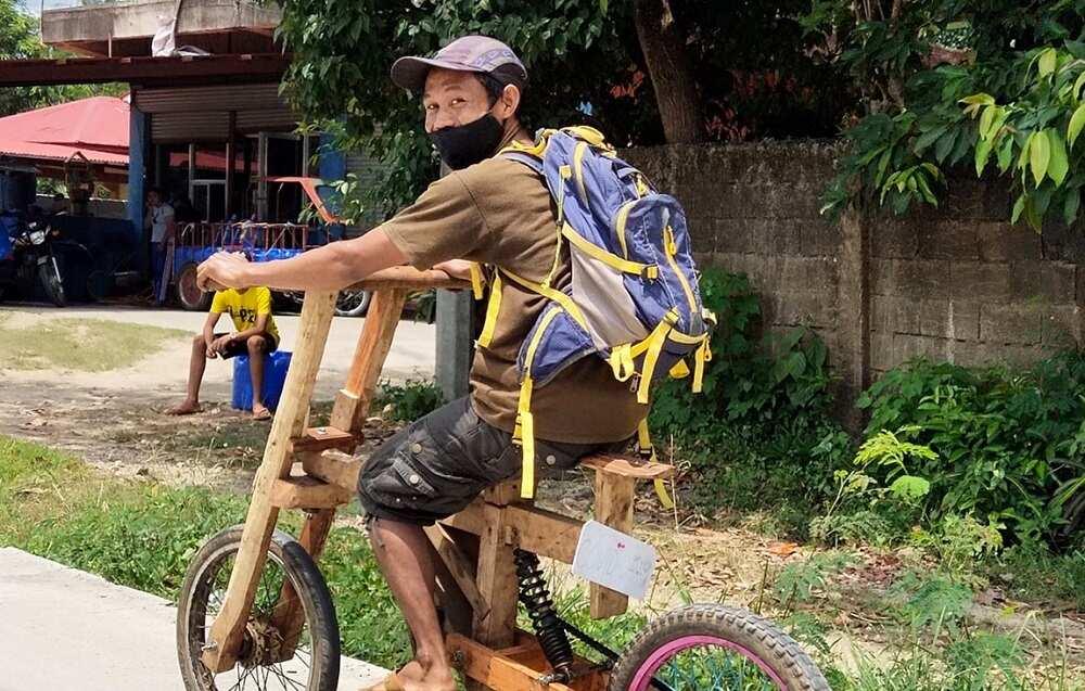 Lalaking gumawa ng sariling bisikleta dahil walang panggasolina, viral na