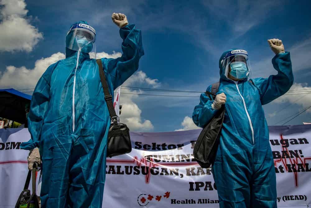 Ilang health workers, nagprotesta para humingi ng katarungan sa pagpanaw ng kasamahan nila