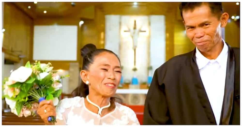 67-anyos na bride at 56-anyos na groom, lumusong sa putikan matuloy lang ang kasalan