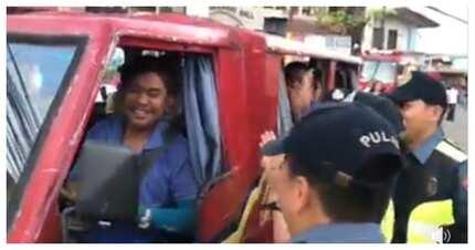 Mga pulis, pinakaba ang ilang motorista dahil sa kanilang gimik ng kakaibang 'gift giving'