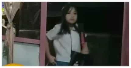 Netizens, kinagiliwan ang batang 'sumobra ang sipag' sa pagpasok sa eskwela