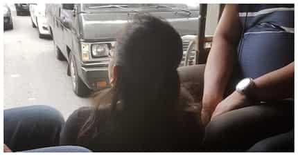Netizen, binatikos ang larawan ng babaeng di nakaupo ng maayos sa jeep