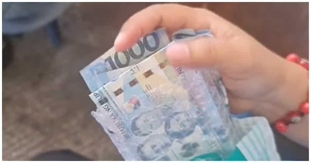 Tricycle driver na nagsauli ng Php98,000 na naiwan ng kanyang pasahero, hinangaan