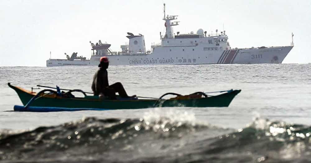 Bangka of ABS-CBN News team, ipinagtabuyan ng Chinese boats