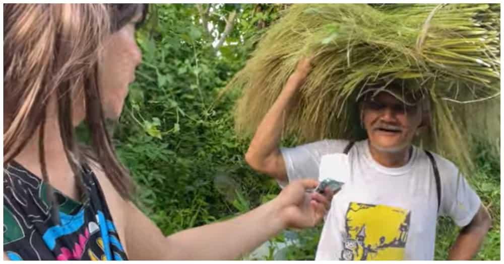 Vlogger, pinasobrahan ang simpleng hiling ng nakasalubong niyang farmer