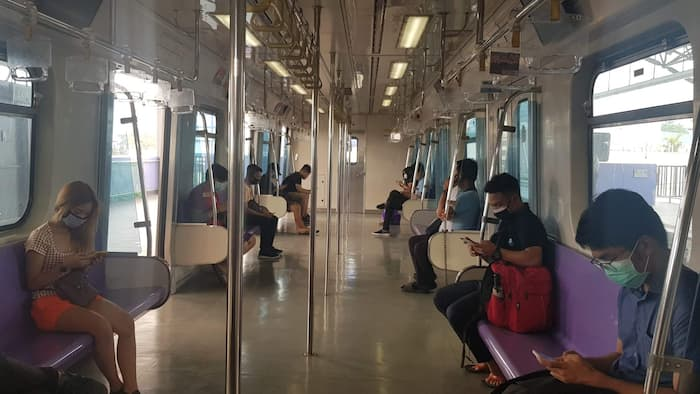 LRT-2 posts photos of commuters observing the 'social distancing' scheme