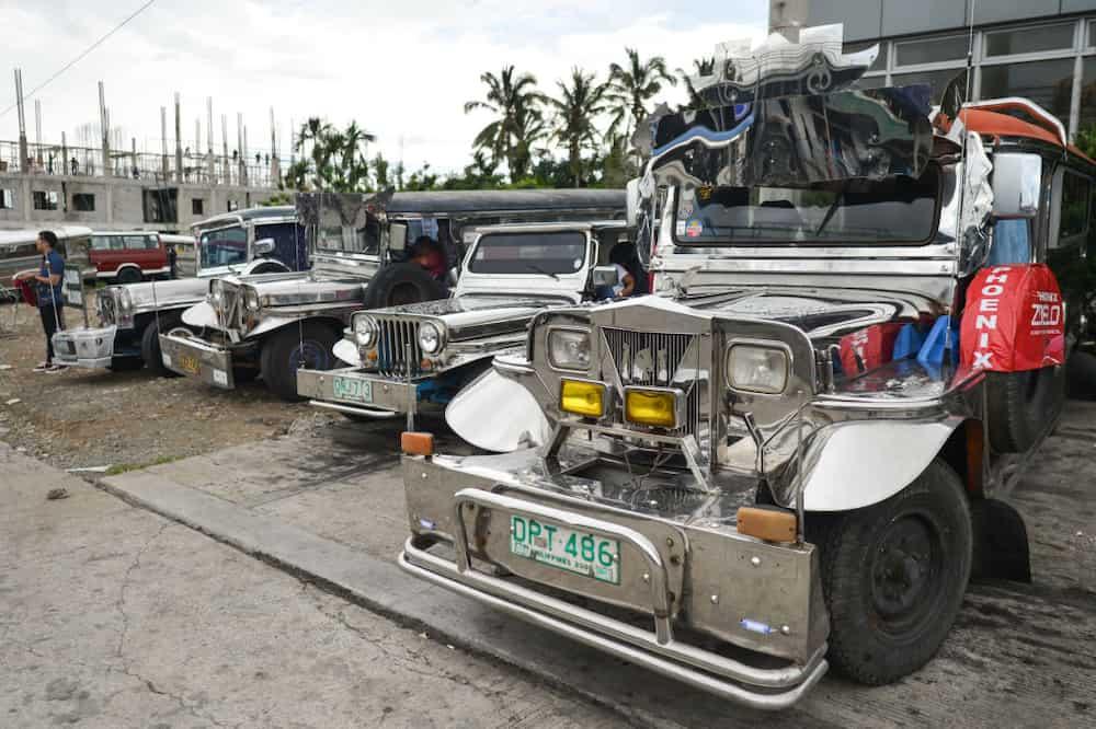 69 anyos na ina, nakikitira sa jeep habang inaalagaan ang anak na may malubhang sakit