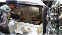 Driver ng karo ng patay, arestado sa tangkang pagpuslit ng ilang kahong bote ng gin