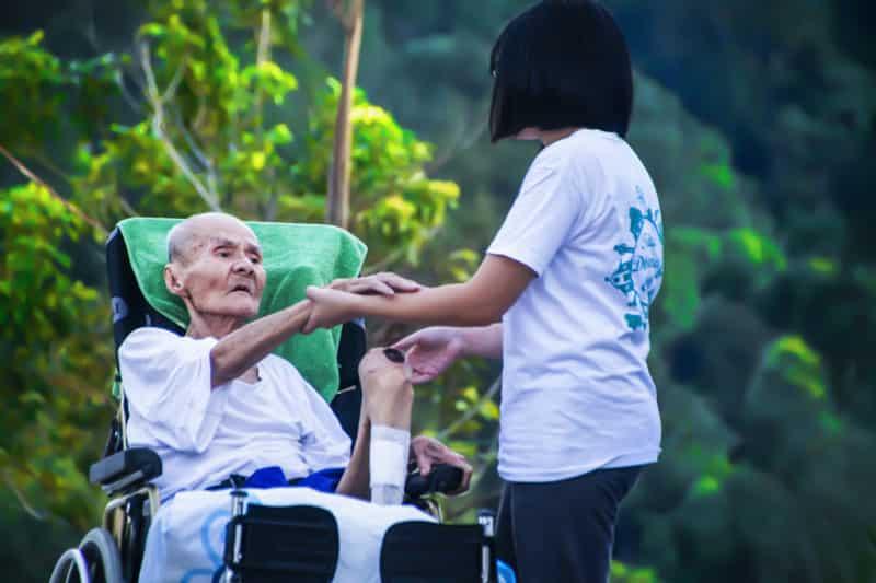 Sinayang na tiwala! Pinay caregiver, sinaulo ATM pin, ninakawan ng P13 milyon ang matandang binabantayan
