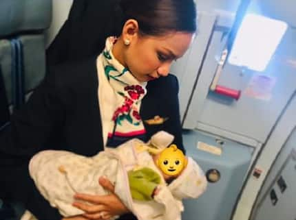 Pinay flight attendant goes viral for breastfeeding passenger's hungry baby