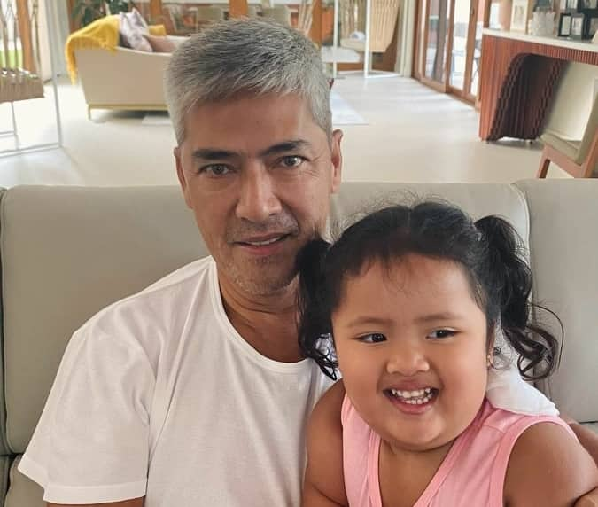 Vic Sotto makes adorable baby Tali his pillow; their video goes viral online