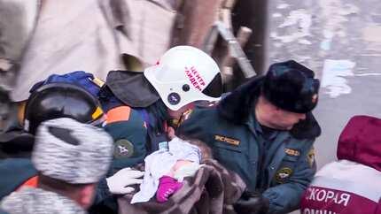 'New Year Miracle'! Sanggol, buhay matapos ma-trap ng 36 oras sa gumuhong gusali