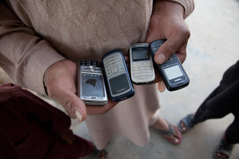 Amang pilit na pinabibili ng smartphone ng anak kahit kulang ang pera, viral
