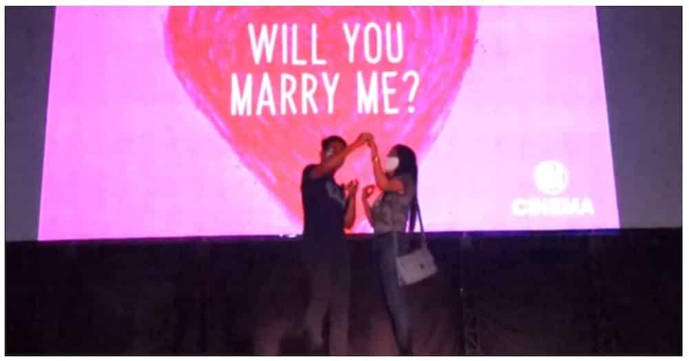 Wedding proposal sa SM MOA drive-in cinema, nagpakilig at nagpaluha sa netizens