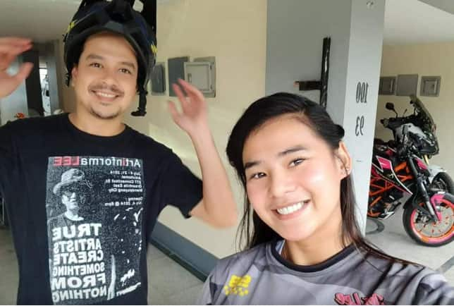 Hot, pretty and young Cebuana motovlogger seen with John Lloyd sparks rumors