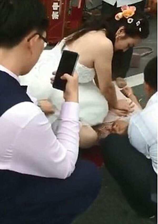 Ikaw na! Bride, iniwan sariling photoshoot upang bigyan ng CPR ang lolang tumilapon sa sasakyan